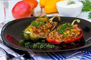 Перец фаршированный мясом и овощами
