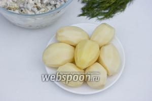 Картофель почистить и помыть.