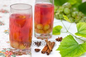 Сливово-виноградный компот с пряностями