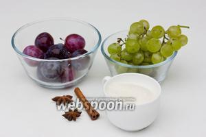 Для приготовления пряного сливово-виноградного компота нам понадобятся: крупные сливы, белый виноград, сахар, звёздочки аниса и палочка корицы.
