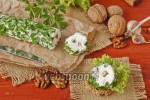Пикантная закуска из брынзы и орехов