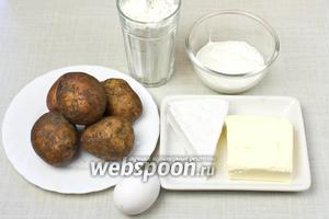 Для такого пирога возьмите: муку пшеничную, картофель, сыр бри, яйцо, сливочное масло для теста и отдельно для смазывания форм, сметану, соль, перец.