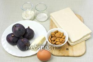 Чтобы приготовить такой пирог возьмите: 5 спелых инжира, готовое слоёное тесто, миндаль, сливочное масло, яйцо, сахар, муку.