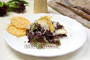 Лёгкий салат с яблоком и сырными сеточками