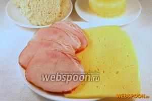 Подготовить ананасы консервированный кольцами, ломтики ветчины и сыра. Из ломтиков хлеба стаканом выдавить кружки соразмерные колечкам ананаса.