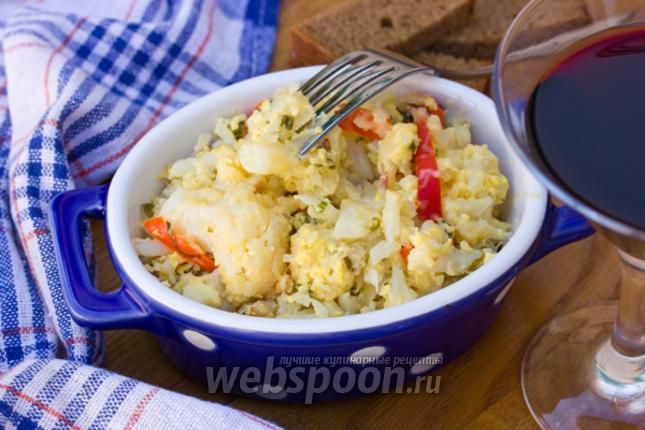 Фото Цветная капуста обжаренная в яично-сырной смеси со сладким перцем и ветчиной