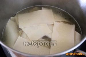 Лапшу (сочни) сварите в бульоне от варки мяса.