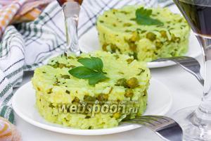 Золотистый рис с зелёным горошком