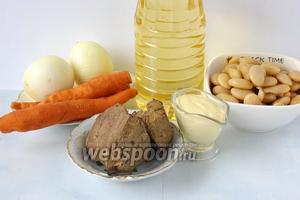 Для приготовления салата нам понадобится вареная печень, консервированная фасоль, морковь, лук, подсолнечное масло,  домашний майонез .