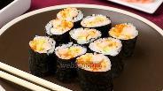 Фото рецепта Роллы с креветками и икрой тобико