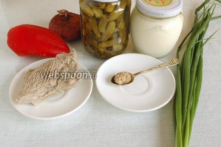 Подготовить овощи. Сметану, хрен, зелень, телятину предварительно отварить и остудить.