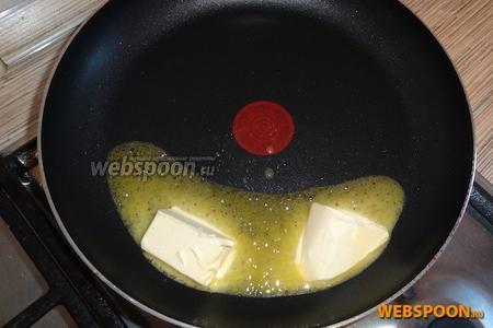 Растопить маргарин на сковороде. Лучше брать маргарин сливочный. Сливочное масло и маргарин молочный не подходят.