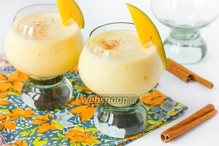 Молочный коктейль с манго и корицей