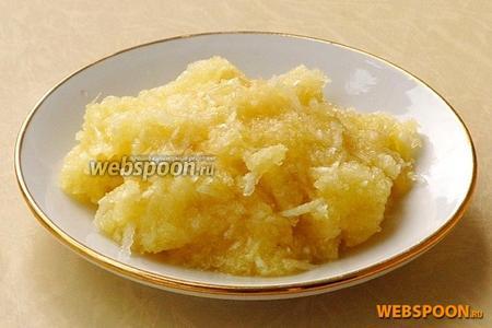 Дольки чеснока очистить от сухой оболочки, мелко порубить и растереть в кашицу.