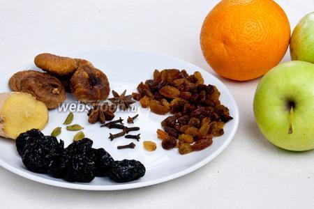 Для приготовления напитка возьмём апельсин, яблоки, изюм, чернослив, инжир и специи: кардамон, анис, гвоздика, имбирь (молотый или свежий).