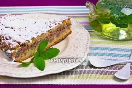 Тёртый пирог с клубникой и творогом