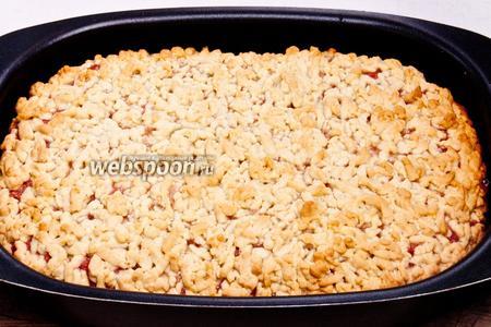 Когда пирог остынет посыпать обильно сахарной пудрой.