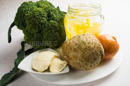 Для приготовления супа, нам понадобится капуста брокколи, корень сельдерея, лук, бульон куриный, сливки, масло топлёное, соль, перец, сыр тёртый.