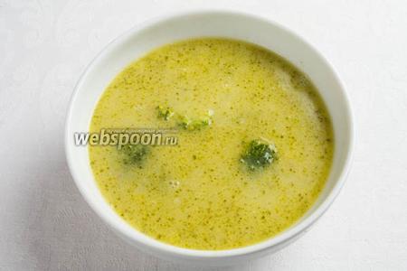 Суп подавать к обеду или ужину, добавив тёртый сыр в тарелку.