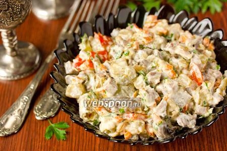 Салат со свиным языком, шампиньонами и овощами