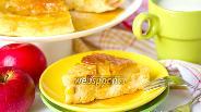 Фото рецепта Пирог с карамелью и яблоками в микроволновке