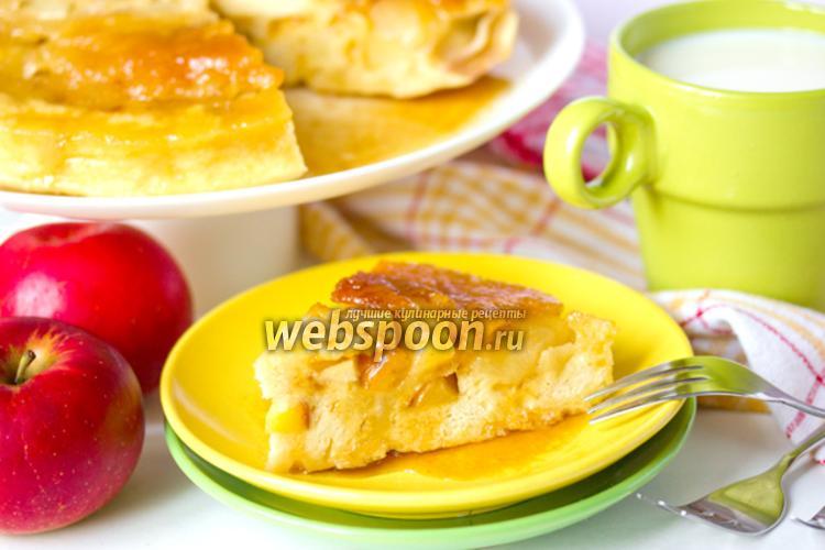 Фото Пирог с карамелью и яблоками в микроволновке