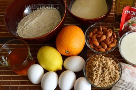 Нам понадобится: яйца, натуральный йогурт без добавок, сахарня пудра, измельчённые грецкие орехи, лимон, апельсин, мука, манная крупа, разрыхлитель, оливковое масло, миндаль и мёд.