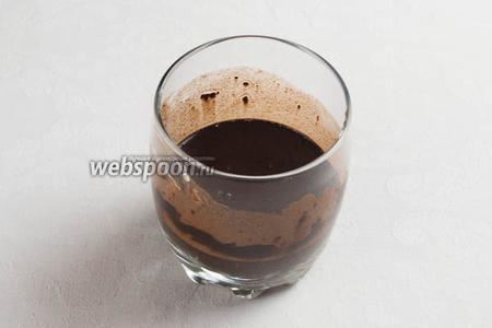 Растворить в 30 мл тёплой воды порошок какао.
