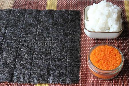 Для приготовления роллов кадзари «жук» понадобится рис для суши готовый, нори и икра тобико.