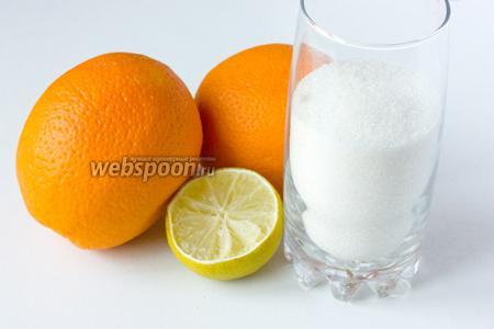 Для приготовления апельсинового джема в микроволновке нам понадобятся апельсины, половина лайма или лимона, сахар.