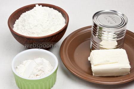 Для приготовления ирисок понадобится сухое молоко, масло сливочное, мука, сгущённое молоко и вода.