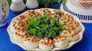 Фото рецепта Яйца, фаршированные сельдью и красной икрой