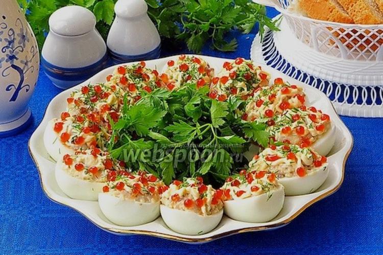 Фото Яйца, фаршированные сельдью и красной икрой