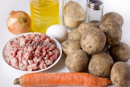 Для приготовления картофельных зраз с мясом нам понадобится картофель, свиной фарш, куриное яйцо, репчатый лук, морковь, панировочные сухари, мука пшеничная, соль, чёрный молотый перец, масло подсолнечное рафинированное.