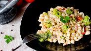 Фото рецепта Конкильетте с брокколи, томатами и копчёной грудинкой