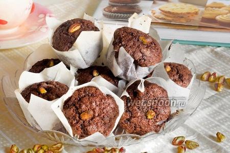 Шоколадные маффины с фисташками