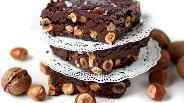 Фото рецепта Шоколадный фадж с фундуком и грецкими орехами