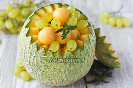 Фруктовый салат из дыни и винограда