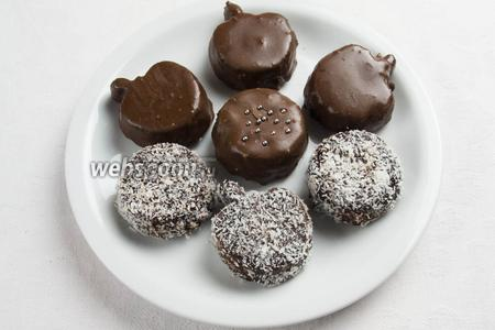 Можно покрыть шоколадом, или кокосовой стружкой. Украсить празднично. Подавать к чаю в праздник, сложить в коробку и подарить детям, друзьям.