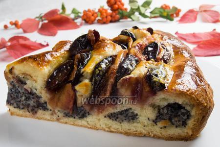 Кольцевой пирог с маком и фруктами