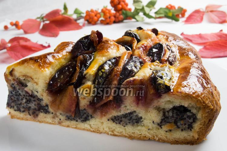 Фото Кольцевой пирог с маком и фруктами