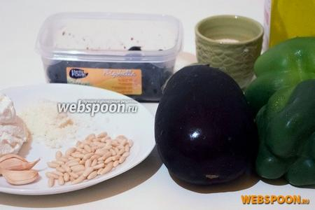 Для приготовления вам понадобятся сладкие перцы, баклажаны, оливки, рикотта, кедровые орешки, панировочные сухари, лук, чеснок, сыр Пармезан, оливковое масло и соль.