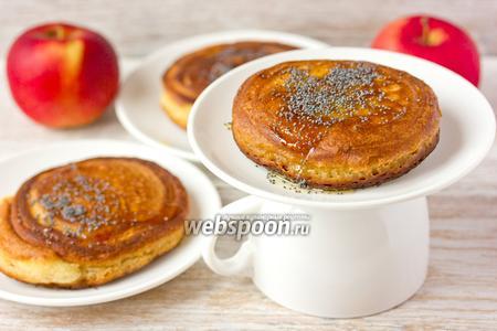 Медовые оладьи с яблочной «сердцевиной»