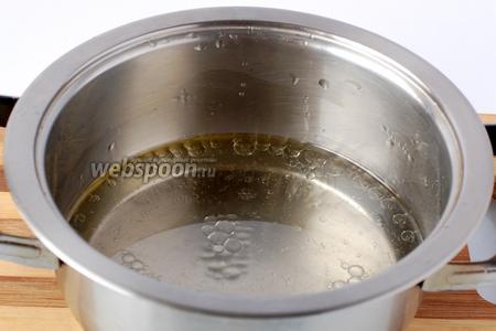 Довести до кипения воду с маслом.