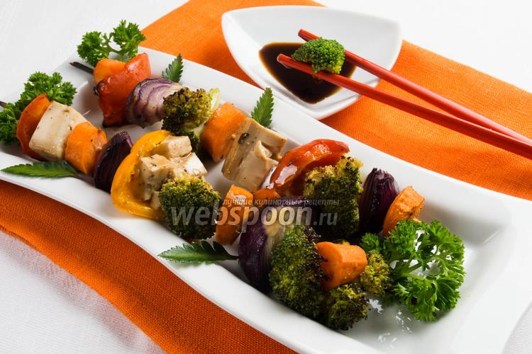Фото Пёстрый шашлычок из овощей с тофу