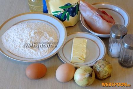 Для приготовления пирога понадобятся мука (мерить в столовых ложках с небольшой горкой), яйца, лук репчатый, куриное филе, масло растительное, кефир (можно заменить нежирной сметаной или простоквашей), молоко.