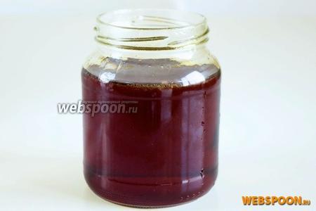Перелейте ещё горячий сироп в стерильную баночку и оставьте охлаждаться. Через 1-2 дня сироп примет нужную консистенцию мёда.
