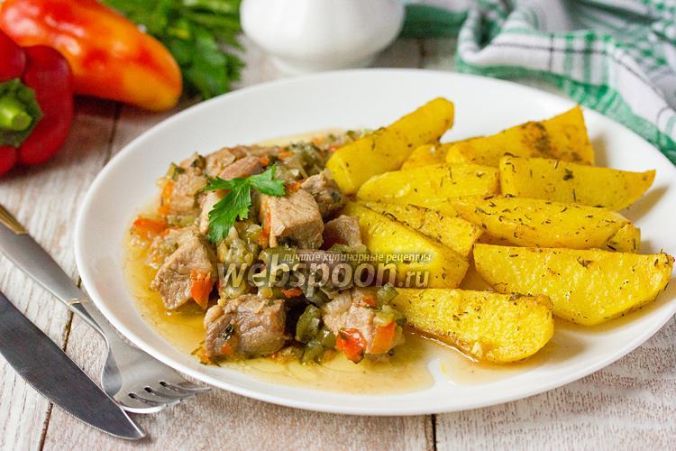 Фото Свинина в огуречном рассоле с солёными огурцами и сладким перцем