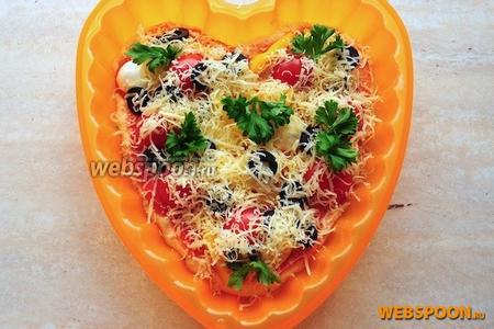 Присыпьте сверху тёртым сыром и зеленью. Отправьте пиццу в духовой шкаф на 20 минут при температуре 220 °C.