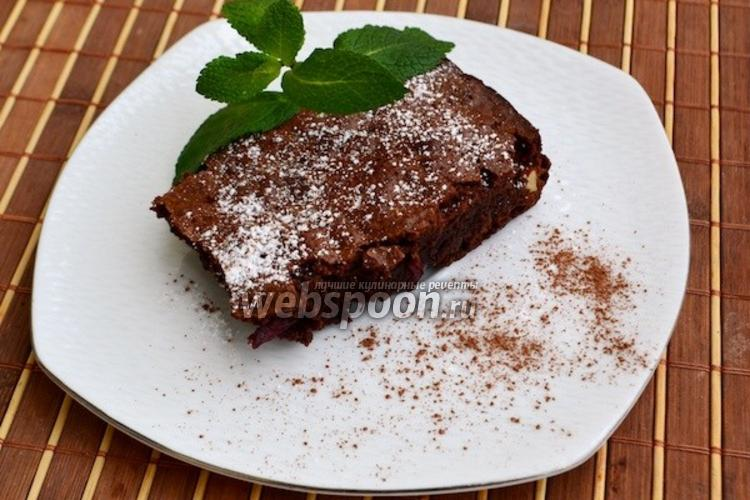 Фото Шоколадный пирог с вишнями